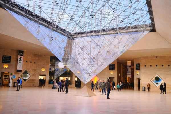 | piramide louvre1